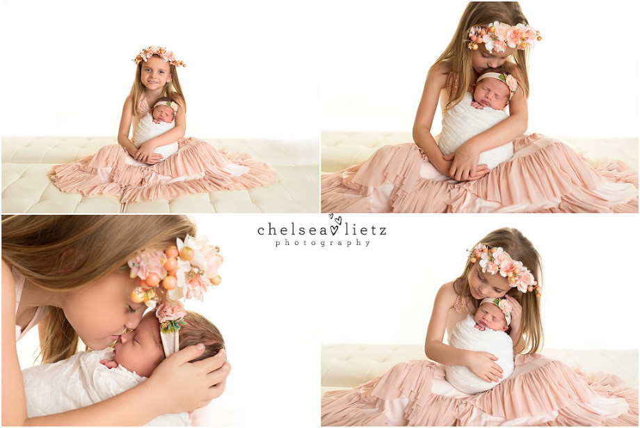 sister photos for newborn baby